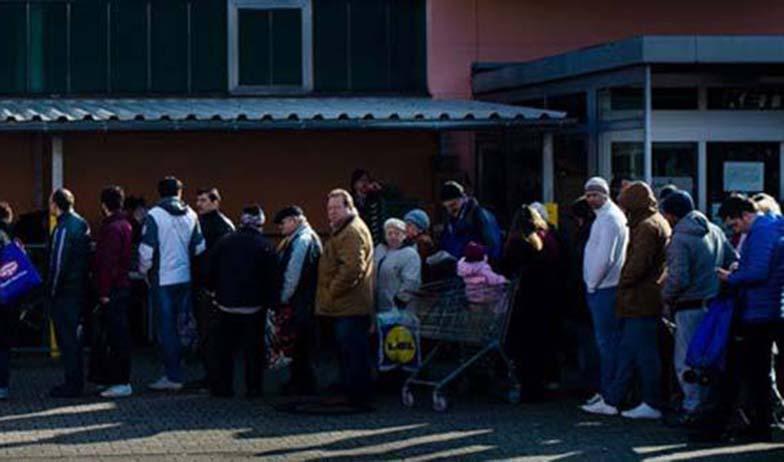 """""""Flüchtlinge"""" plündern Tafel, ziehen im Laden nebenan Bündel mit 500€-Scheinen aus der Tasche"""