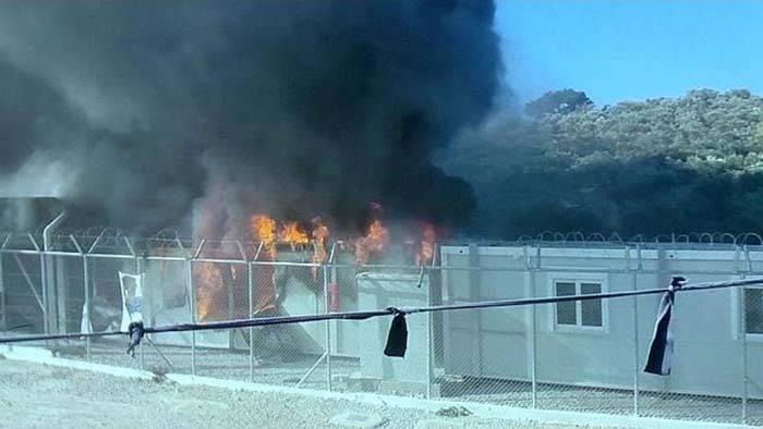 Brennende Büro-Container der EU-Asylbehörde EASO