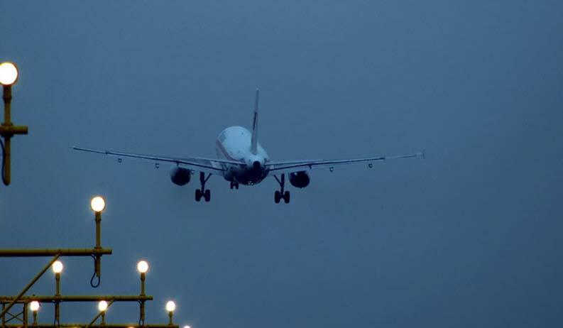 Als Urlauber getarnt: Illegale auf Charterflügen nach Europa gestoppt