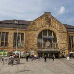 """Drei """"Südländer"""" verprügeln Bielefelder und dessen Helfer am Bahnhof"""