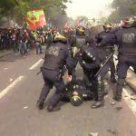 Chaos, Zusammenstöße und Krawall in Paris: Zehntausende protestieren – Hunderte Festnahmen