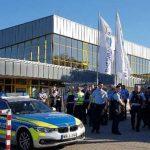 Ohne Papiere nach Deutschland aber Düsseldorfer Rheinbad will jetzt Ausweise sehen