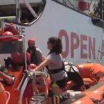 """Hochbetrieb im Mittelmeer: """"Open Arms"""" mit 123 Migranten an Bord sucht Hafen"""
