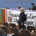Halligalli bei der BPK: Aktivisten stürmen Saal aus Solidarität mit syrischen Kurden