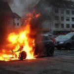 Syrer steckt 15 Autos in Brand – mehrere 100.000 Euro Schaden