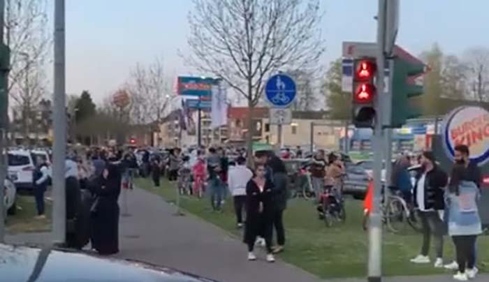 Mönchengladbach: Auch hier jetzt der Muezzinruf und keine Einhaltung der Kontaktsperre