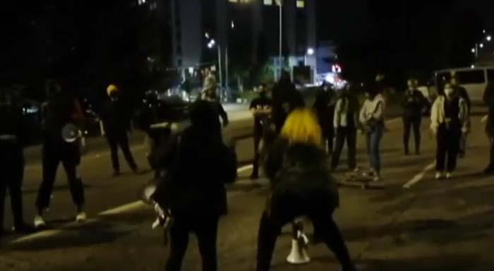Seattle: Auto rast bei BLM Demo in Menschengruppe