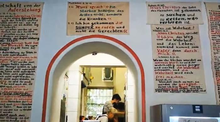 Christenverfolgung im linksversifften Berlin: Ermittlungen wegen Bibelversen an der Wand!
