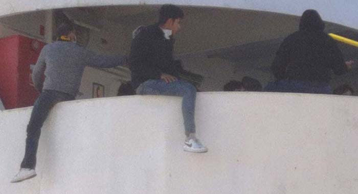 Kaum angekommen, schon unzufrieden – Lampedusa: Revolte auf Quarantäneschiff