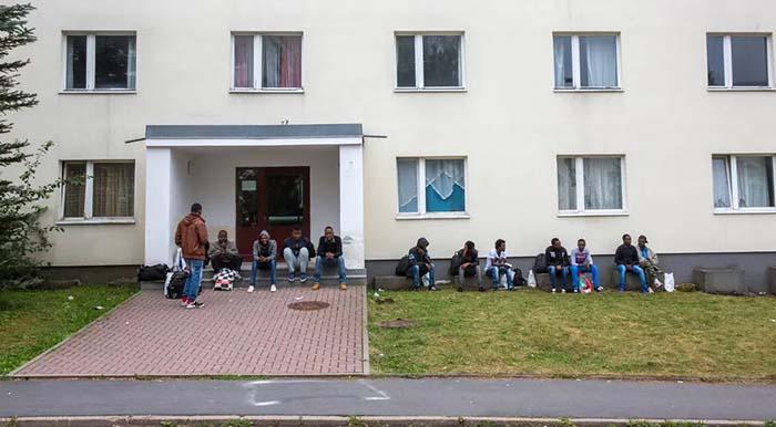 Das ist die Lösung? Suhler Asylheim: Innenminister Maier kündigt 24-Stunden-Dienst der Polizei an